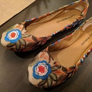 Lucky Brand Emmie floral flats with show organizer